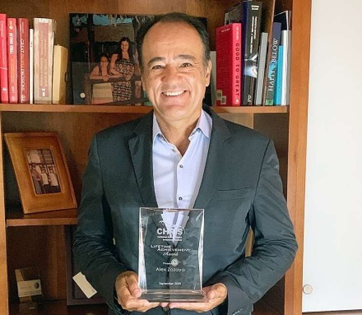 Alex Zozaya recibe el Premio Lifetime Achievement